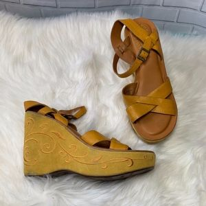 Kork Ease Tan Mustard Suede Wedge Sandals Size 7